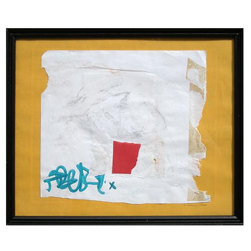 rectangle rouge encre bleue morceau de papier sur fond jaune